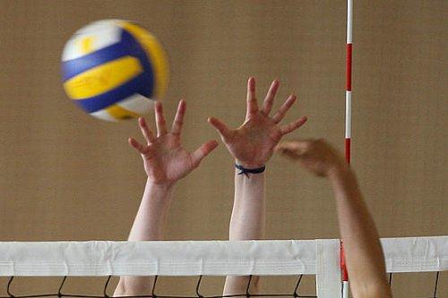 Município icentiva prática do voleibol e assina protocolo com a Federação Nacional