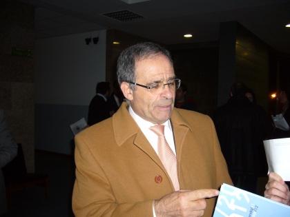José Emílio Moreira pede 1