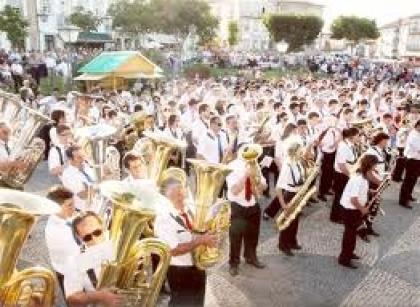 Chuva obriga Banda Musical a dar I Concerto de Primavera ao ar livre dentro de portas
