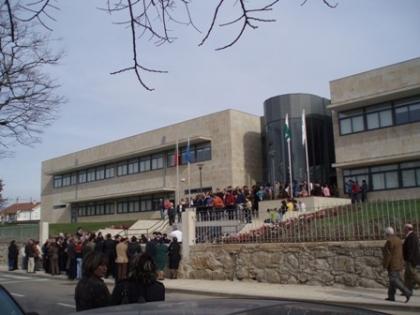 EPRAMI: Directora preocupada com saída dos alunos para cafés e pastelarias nas horas livres