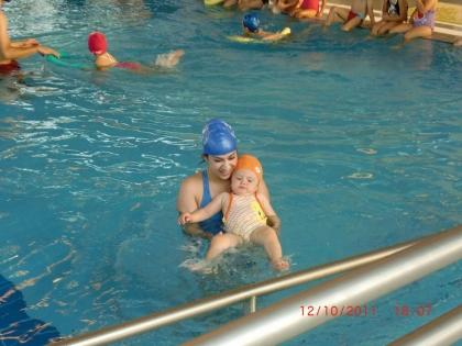 Autarquia pondera abertura de terceiro turno para iniciação à natação para bebés