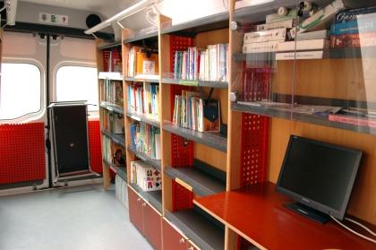 Executivo leva livros e novas tecnologias aos centros de dia promovendo cultura e lazer