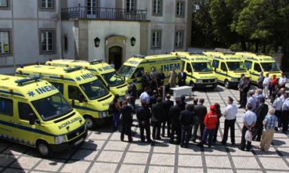 Bombeiros recebem ambulância do INEM