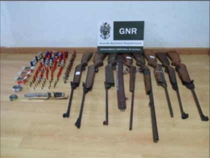 GNR deteve dois homens por posse de armas ilegais