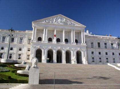 """Câmara quer lançar """"operação de charme"""" na Assembleia da República"""