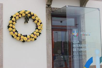 Cerveira: Município dá as boas vindas ao mês das flores com duas 'maias' em crochet