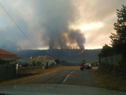 Paredes de Coura/Rubiães: Inferno já se estende por vários quilómetros/Já há casas protegidas