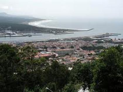 Moradores questionam instalação de fábrica junto ao porto de mar da cidade