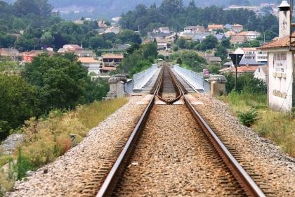 Transportes: Melhorias na ligação ferroviária Porto-Vigo só a partir de 2014