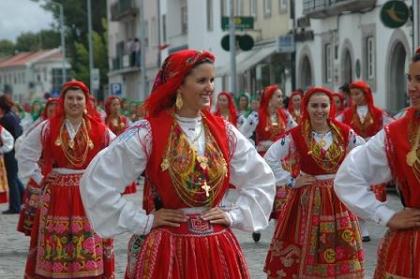 Orgulho leva mulheres a carregarem quase cinco quilos de ouro ao peito na Romaria d'Agonia