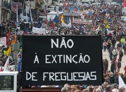 Autarca suspende mandato em protesto contra agregação de freguesia