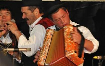 Santos populares e encontro de concertinas em Cambeses e festival de folclore em Moreira