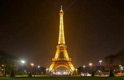 Paris: Mortos já ultrapassaram a centena - Passos Coelho já expressou condolências
