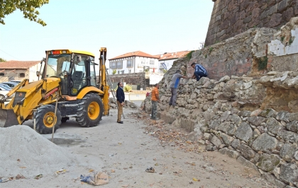 Monção: Arrancaram trabalhos de consevação da muralha no Baluarte da Cova do Cão